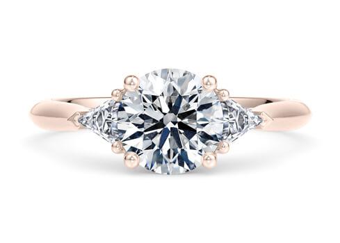 Настоящий дизайн совместим лишь с центральным бриллиантом или иным драгоценным камнем, размер которого превышает 0,50 карата.