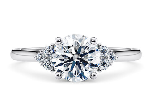 This design is only suitable for a central diamond or gemstone above 0.50ct.