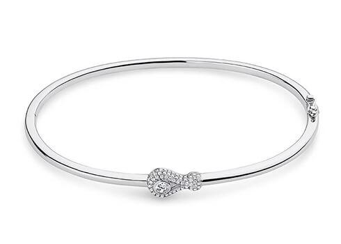 Este diseño puede usarse tan solo para un diamante o una piedra preciosa mayores de 0.50 quilates.