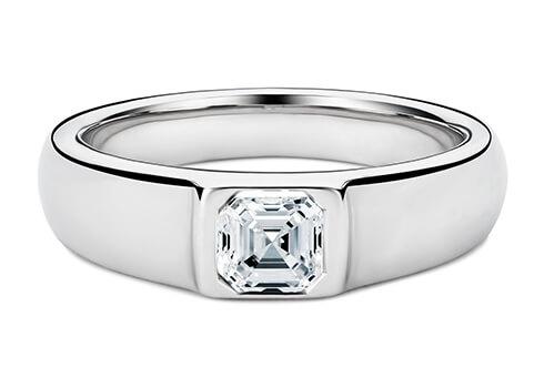 La largeur de la bague varie de 6,0 à 8,0 mm, en fonction du diamant ou de la pierre centrale que vous avez choisi(e).